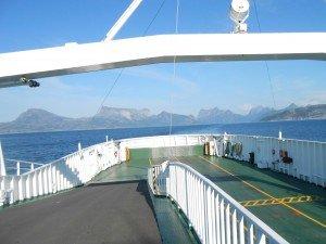 Oversteek van een fjord per ferrie